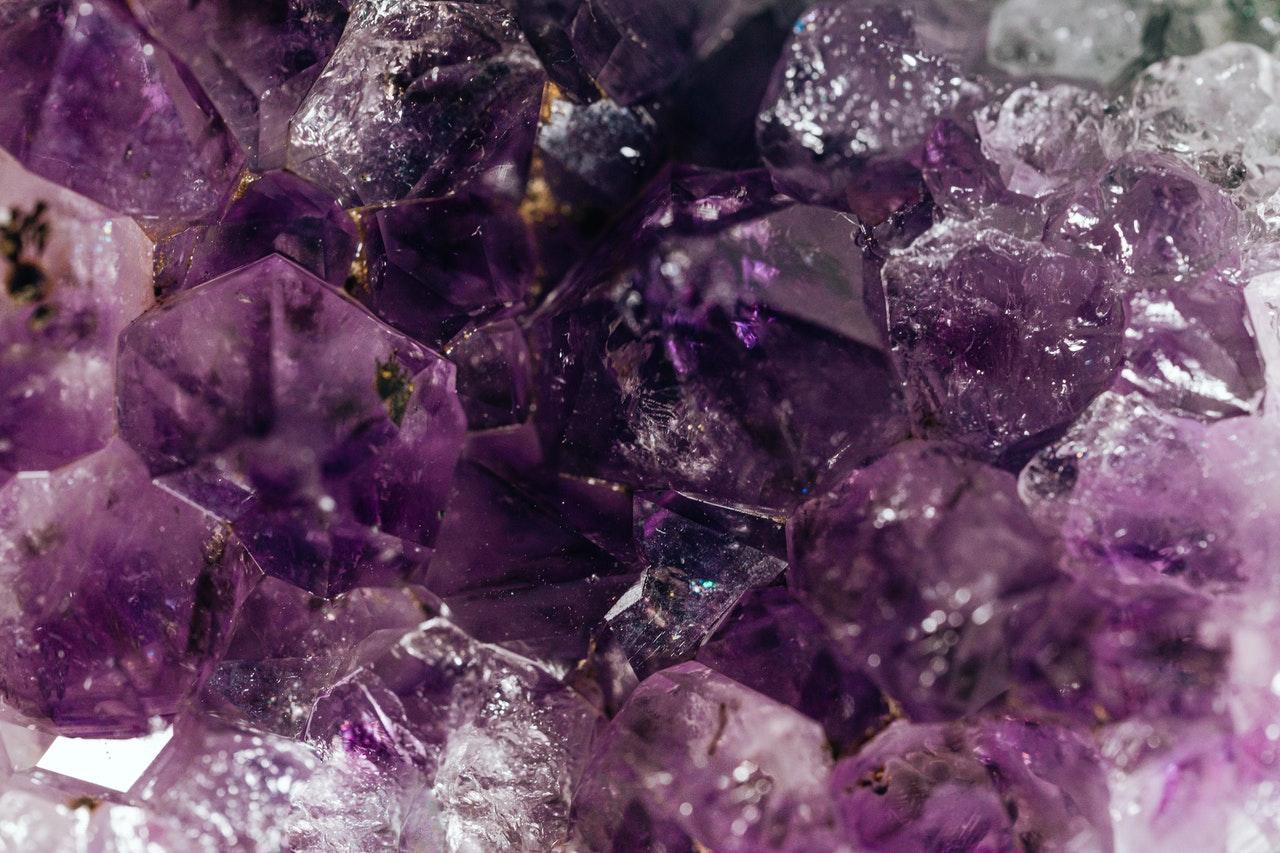 Ametiszt, a gyógyító ásvány: 3 legfőbb hatása